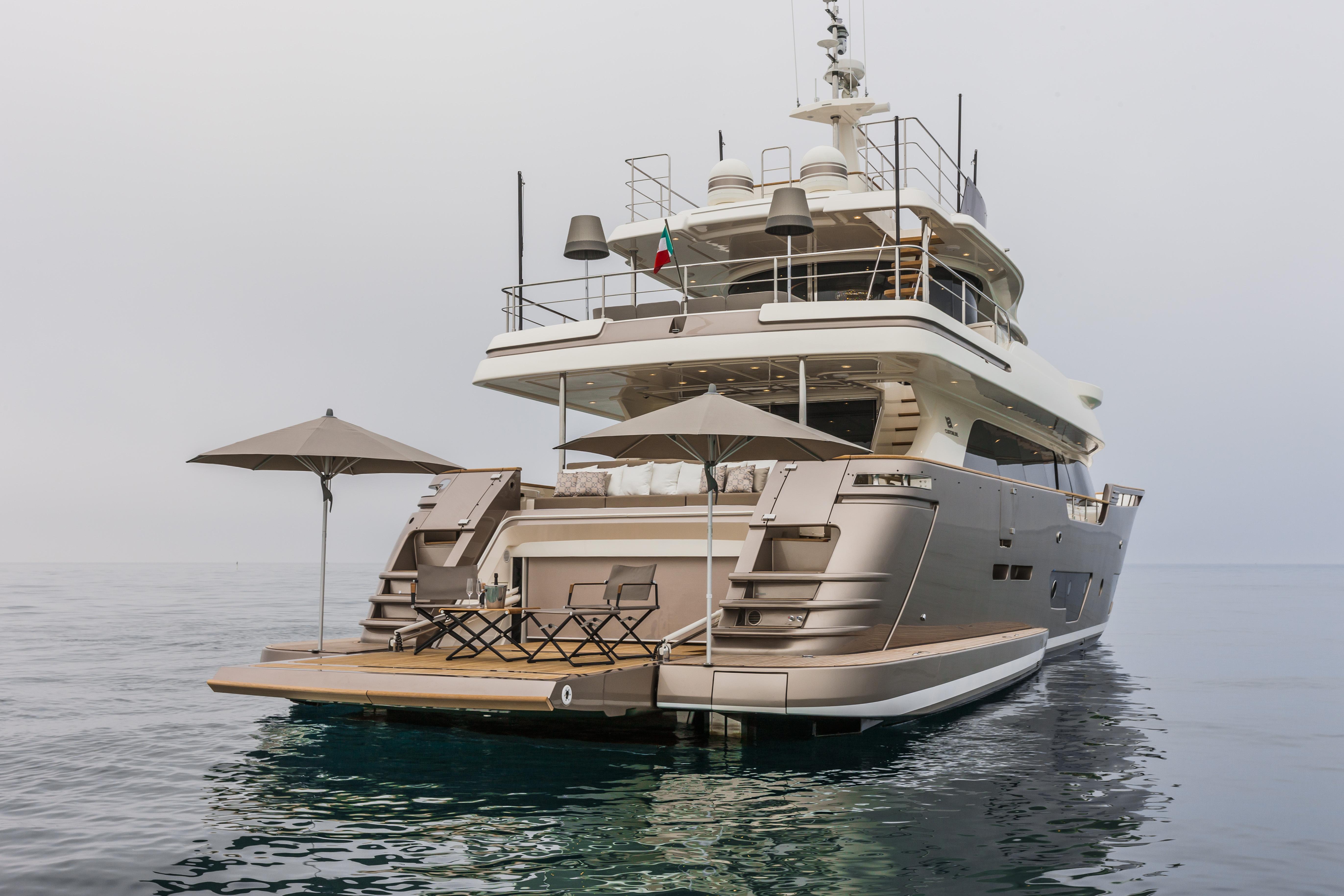 Ferretti Custom Line Navetta 28m Ita Yachts Canada Ita