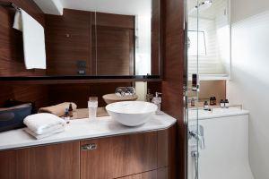 p62-master-stateroom-bathroom