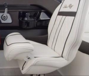 SeaRay_SLX-W230_Driverseat